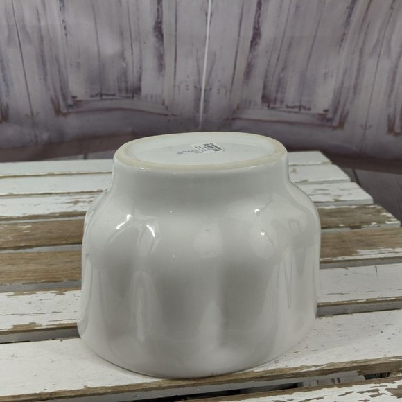 Crate & barrel cathedral mold Jell-O porcelain whi